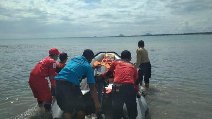Pesta Pantai Anak Nelayan Tiku, Kecamatan Tanjung Mutiara, Kabupaten Agam, didukung banyak pihak di daerah itu.