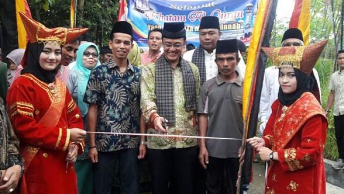 Alek katam Alquran yang digelar warga Agam, mendapat pujian dari Bupati Agam H. Indra Catri Dt. Malako Nan Putiah.