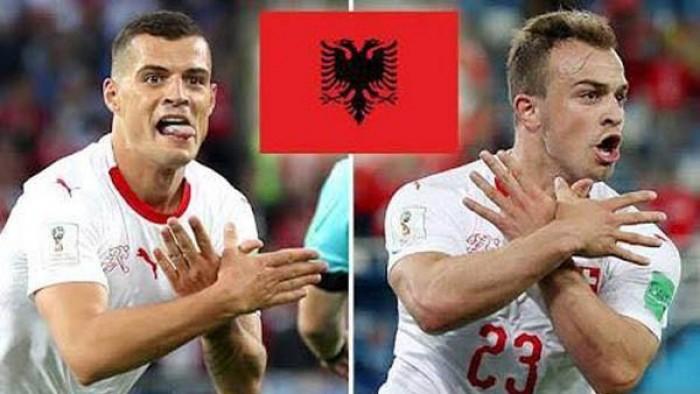 Pemain Serbia memperagakan 3 jari simbol tentara Serbia (Foto Internet)