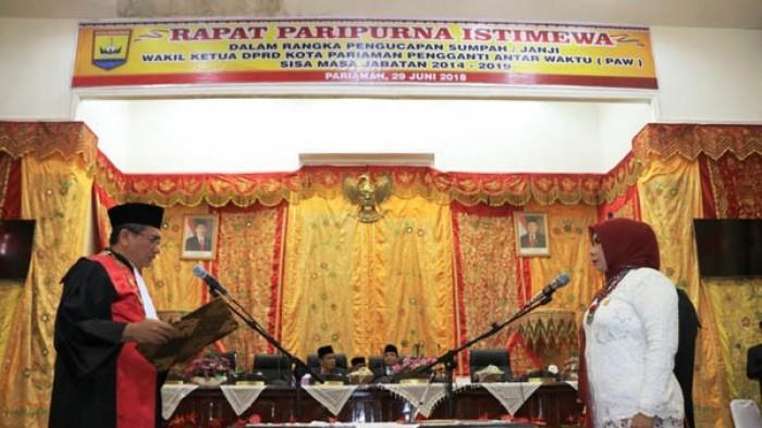 Pelantikan Fitri Nora yang merupakan anggota DPRD Kota Pariaman aktif periode 2014-2019 bertempat di Aula DPRD Mangguang Kota Pariaman dalam Sidang Paripurna, Jumat (29/6/2018).