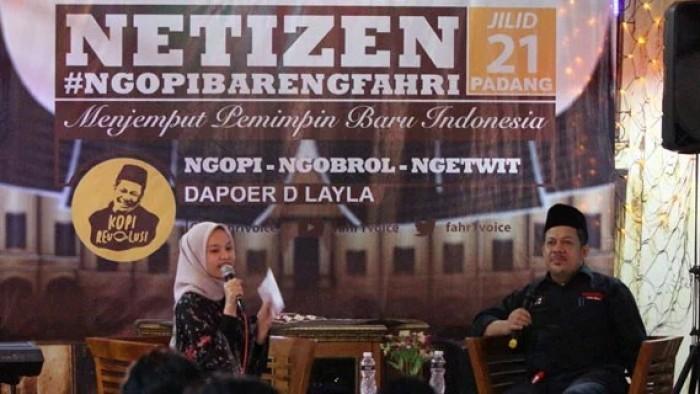 Fahri Hamzah pada acara #Ngopi BarengFahri di Kafe Dapoer D'Layla Kota Padang, Jumat (6/7)