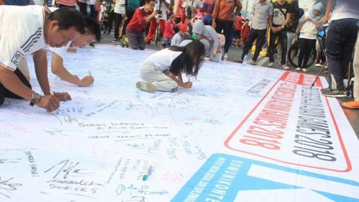 Komunikonten (Institut Media Sosial dan Diplomasi) menggelar aksi kebangsaan di area hari bebas kendaraan, Bunderan Hotel Indonesia, Jakarta pada Minggu, 22 Juli 2018.