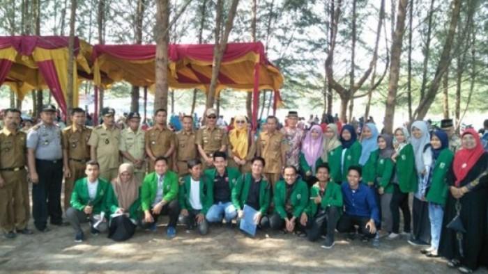 Bupati Kabupaten Pesisir Selatan (Pessel) Hendrajoni mengapresiasi sinergi Badan Usaha Milik Nagari (BUM-Nag) dan Kelompok Sadar Wisata (Pokdarwis) di Nagari Taluak Sakato, Kecamatan, Batang Kapeh