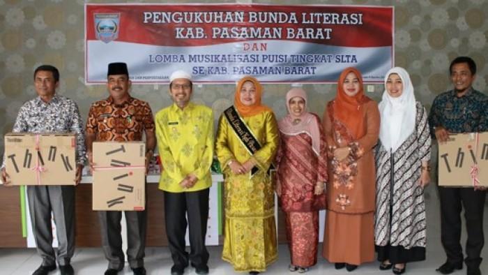 Yunisra Syahiran dalam melayani, membina, mengayomi dan memotivasi masyarakat melalui berbagai program pemerintahan membuatnya layak untuk dijadikan sebagai Bunda Literasi Pasbar.