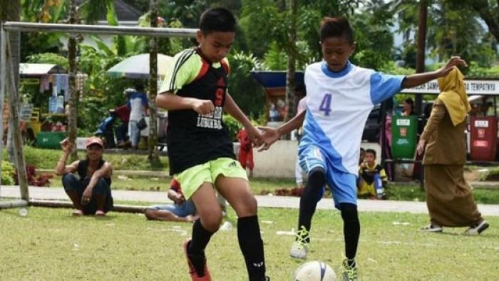 Sekolah Dasar (SD) Negeri 41 Sangkir, Kecamatan Lubuk Basung, berhasil keluar sebagai Juara I Turnamen Sepak Bola Mini KKGO SD Tingkat Kecamatan Lubuk Basung, Kabupaten Agam, di lapangan GOR Padang Baru Lubuk Basung, Rabu (29/8/2018).