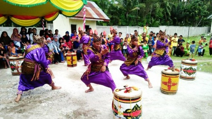 Festival Tambua Tansa Nagari Garagahan, Kecamatan Lubuk Basung, Kabupaten Agam, berlangsung meriah. Lima belas group tambua tansa, Minggu, (2/9/2018) ikut berpartisipasi.
