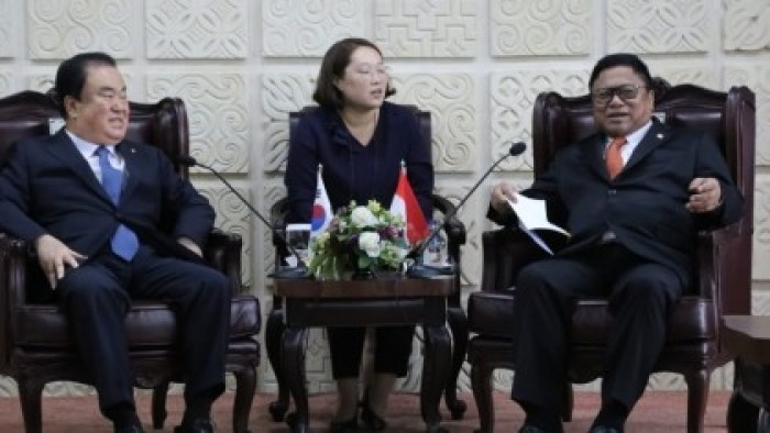 DPD menerima kunjungan Ketua Parlemen Korea Selatan Moon Hee Sang hari Jumat (14/9/2018) di ruang delegasi Ketua DPD RI.