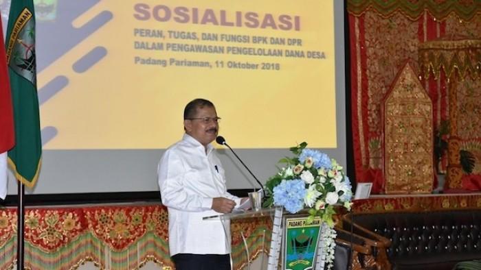 Bupati Padang Pariaman saat membuka acara Sosialisasi Sosialisasikan Peran, Tugas dan Fungsi BPK dan DPR dalam Pengawasan Pengelolaan Dana Desa, di Hall IKK, Kamis (11/10/2018).