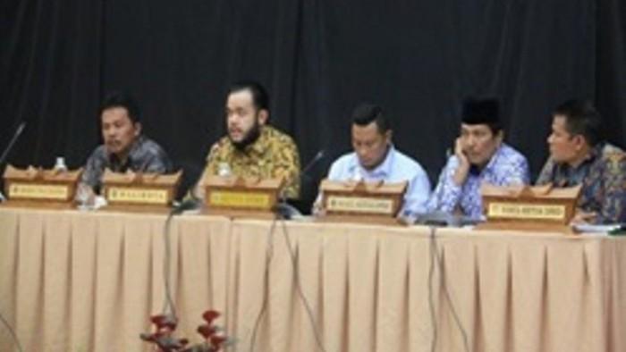 Wali Kota Fadly Amran, BBA dan Wakil Wali Kota Drs. Asrul bersaman dengan OPD di lingkungan Pemerintah Kota Padang Panjang,