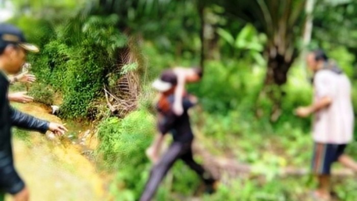 Ahmad Arpikan (10) yang terseret arus Sungai Batang Lapu Pegambiran Kecamatan Parit Koto Balingka, Kabupaten Pasaman Barat, ditemukan meninggal dunia dalam posisi mengapung sekitar 600 meter dari lokasi awal korban mandi-mandi, Kamis siang (8/11/2018).